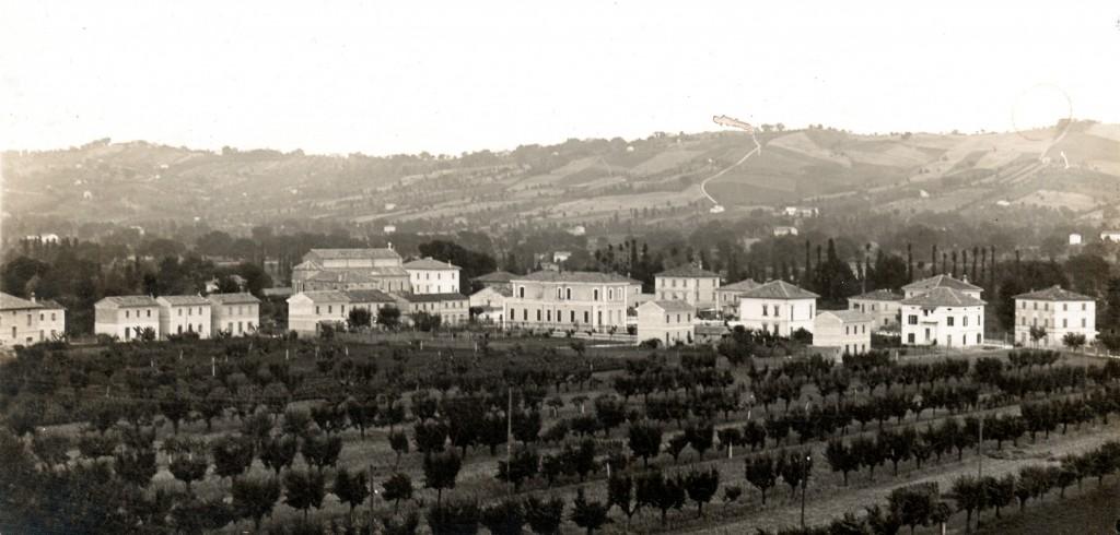 """San Michele al Fiume nel 1934. Foto di Luigi Peroni, pubblicata in O.T. Locchi - """"La Provincia di Pesaro ed Urbino""""."""