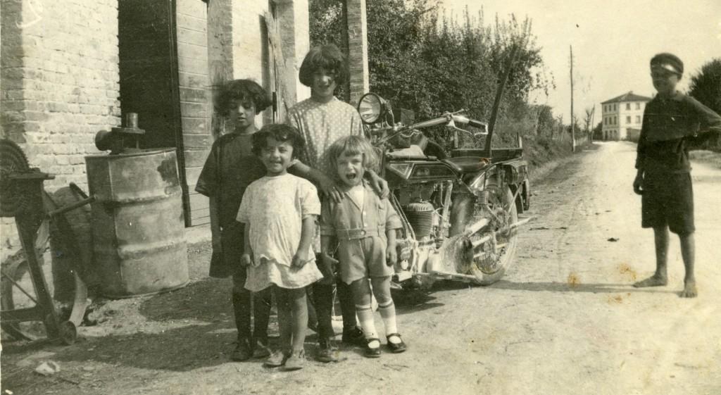 1925 - Un gruppo di piccoli Agostinelli