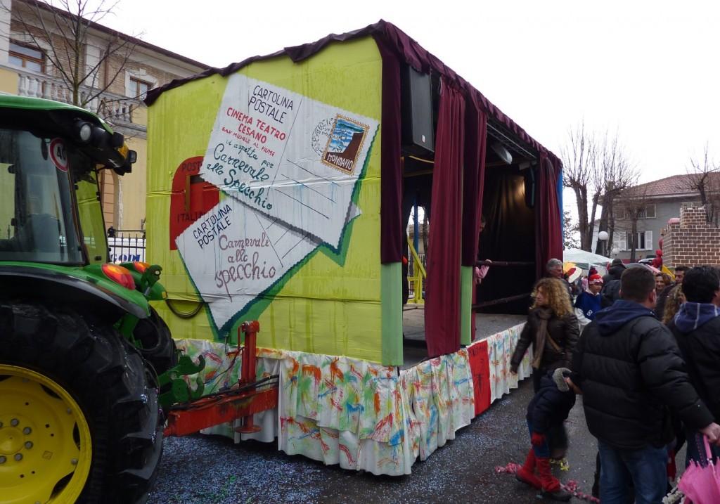 """Carnevale 2012 - il carro """"Cinema Cesano"""""""