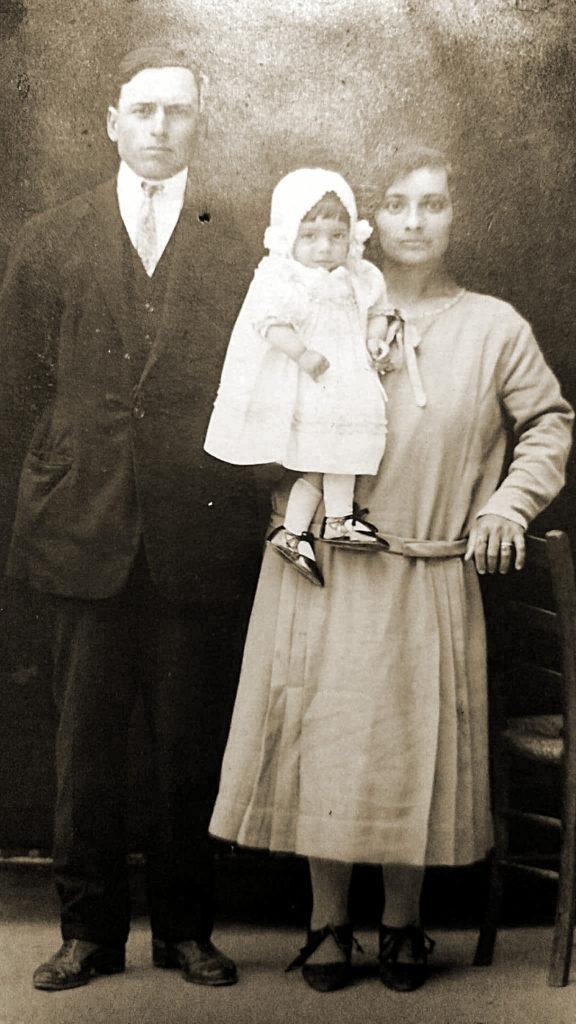 1927 circa - Giovanni Bacchiocchi e Matilde De Angelis con la figlia